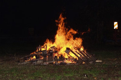 Zum Abschluß gab es ein großes Feuer.