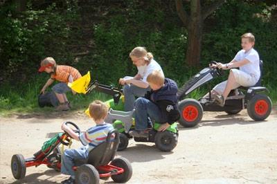 Viel Spass hatten die Kinder beim      Geschicklichkeitsfahren...
