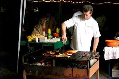 Die Steaks und Würstchen vom Grill...